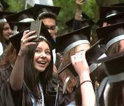 """Prin marșurile absolvenților de liceu primâria Focșani consideră că """"este pusă în pericol siguranța participanților atât la maifestare cât și participanților la trafic fiind stânjenită folosirea normală a drumurilor publice,cu excepția celor autorizate""""Obs.: formularea aparține reprezentanților primăriei"""