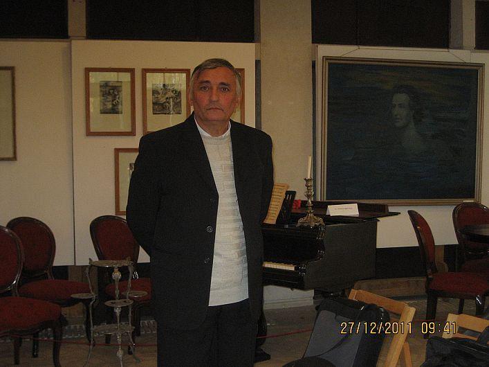 Profesorul de matematică Georgică Manole este născut în Popești, județul Vrancea