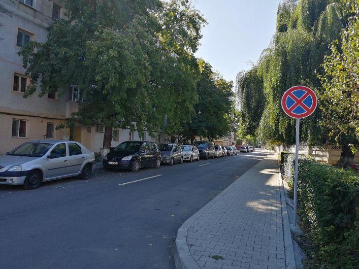 Foto  Parcarea nu mai este permisă pe o parte a străzii Dornișoarei din Focșani după ce această stradă a fost îngustată în urma lucrărilor de reabilitare