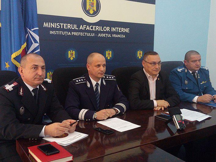 Foto Reprezentanții Poliției, ISU, Poliției și Jandarmeriei au vorbit despre siguranța în școli