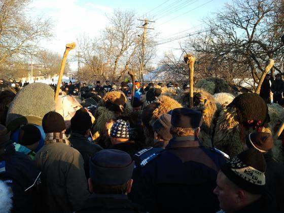 battle pf riginoasa stranmge traditions in Romania