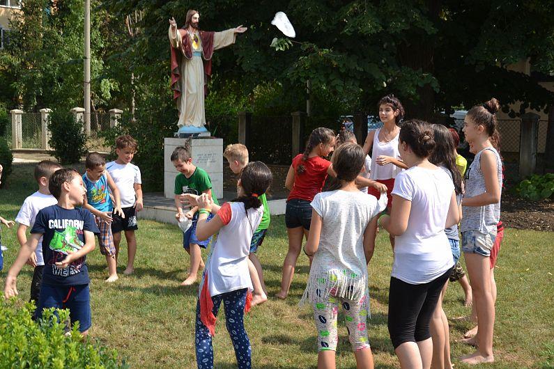 Parohia Romano-Catolică Sfinții Petru și Paul din Focșani organizează a doua ediție a programului Vara împreună în perioada 17-21 iulie 2017