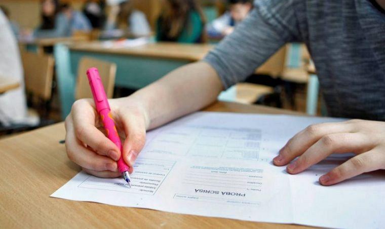 Absolvenţii clasei a VIII-a susţin astăzi miercuri, 17 iunie 2020, proba scrisă la Matematică din cadrul Evaluării Naţionale 2020.Foto:arhiva ZdV credit foto:Gazeta de Cluj