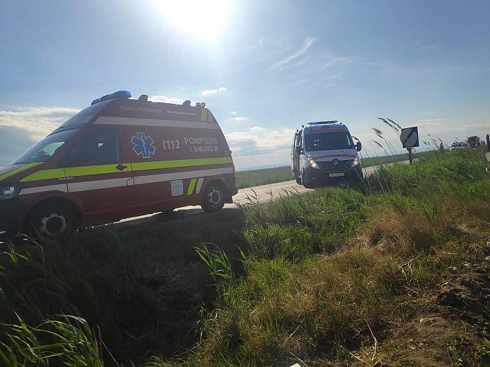 Accident de circulație cu 5 victime la Măicăneşti, după ce un autoturism s-a răsturnat sâmbătă 23 mai 2020, după-amiază, în afara părții carosabile.Foto:ISU Vrancea