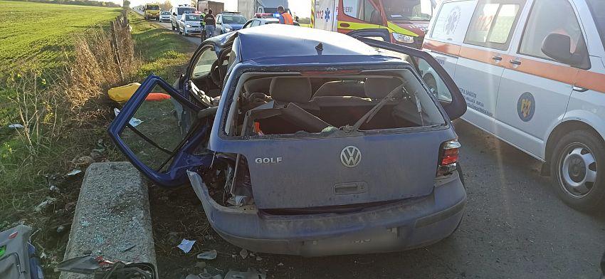 Accident pe E85, pe raza localității Garoafa, duminică 14 noiembrie 2020 în jurul orei 14:00.Un autoturism a intrat în coliziune frontală cu un cap de pod.Șoferița a murit.Foto:ISU Vrancea