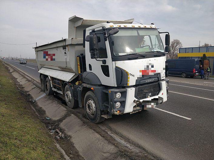 Accident mortal pe DN-2-E85 vineri dimineață, 05 martie 2021, pe sectorul aflat pe teritoriul orașului Mărășești.Din cauza unei defecțiuni tehnice, una dintre roțile unui autocamion, care rula pe DN2 - E85, s-ar fi desprins și ar fi lovit mortal un bărbat, de 62 de ani, din municipiul Focșani, care se afla în imediata apropiere a părții carosabile. Foto:IPJ Vrancea