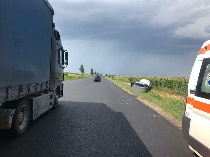 Accident pe DN2-E 85 la Domnești.Un autoturism s-a răsturnat în decor -Foto:IPJ Vrancea