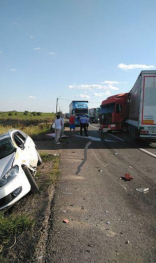 Accident pe DN2-E85 limita cu județul Buzău-29 iulie 2020 în care este implicat un TIR care blochează sensul Buzău- Focșani.Foto:IPJ Vrancea