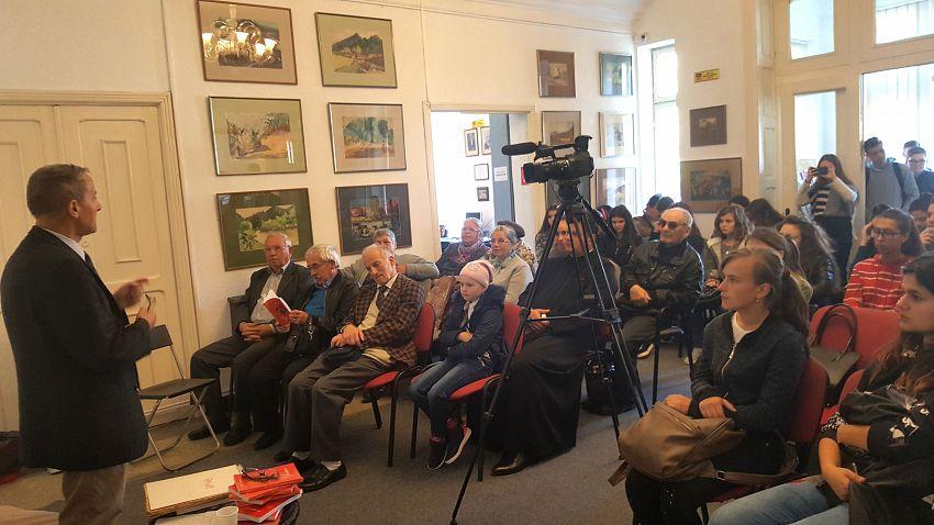 Foto 2: Imagini din Foyerul Casei de Cultură din Odobești