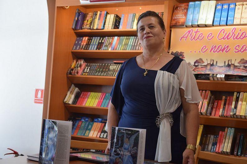 Anna Nuțu  la Alexandria Librării din Focșani la lansarea cărții din august 2017