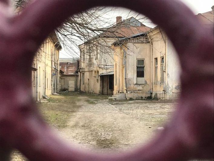 Foto:Clădirile țesătoriei au servit ca ateliere școlare dar și ca spațiu de lucru pentru Primăria Focșani care vrea acum să le pună la pământ