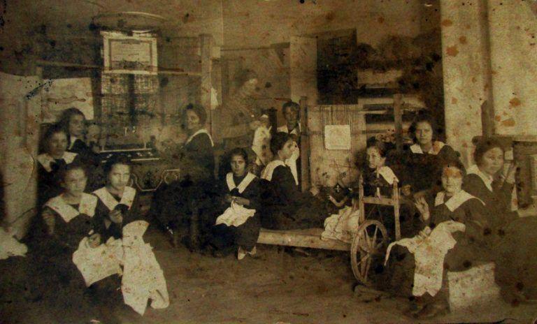 Țesătoriile au făcut loc femeilor pe piața muncii la începutul secolului trecut