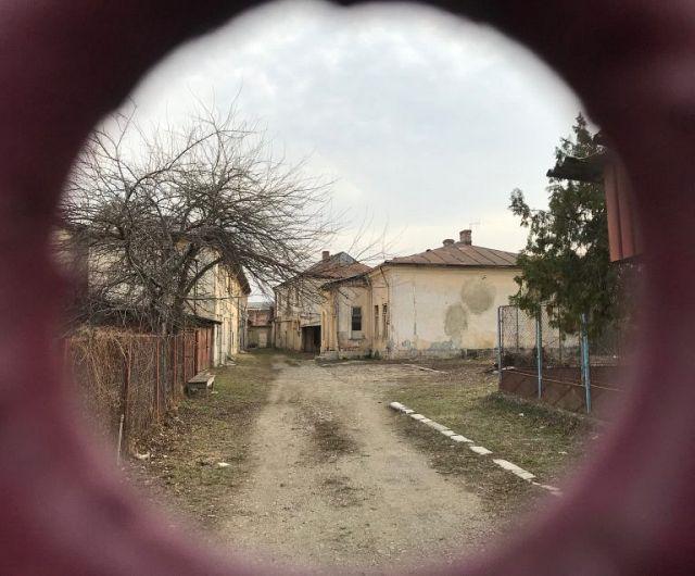 Aici a funcționat în Focșani,țesătoria lui Buium Strulovici. Complexul cuprinde o casă de locuit și spațiile de producție.