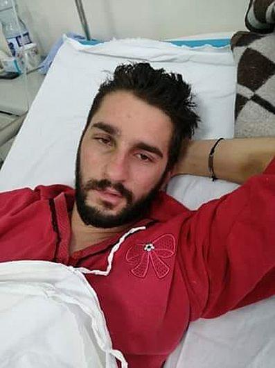 Marian Paraschiv, în vârstă de 24 de ani, din Mirceștii Noi, a rămas cu grave sechele în urma unui accident. Sora lui solicită sprijin pentru cheltuieli care l-ar putea ajuta pe acesta, precum tratamente de întreținere și recuperare.