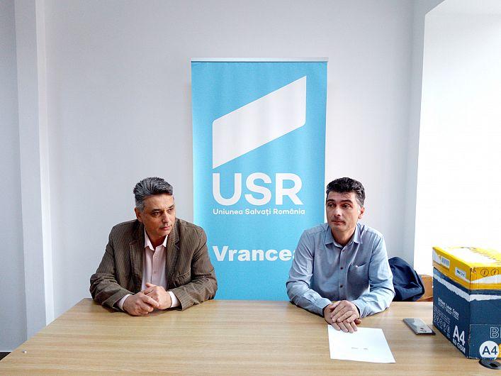 Foto Cosmin Timofte, președintele USR Vrancea și Mihai Lepădatu, președintele USR Focșani