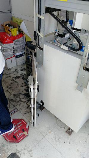 Bancomatul din incinta sucursalei unei unități bancare de la Păunești a fost spart.Foto Robert Ignat colaborator al Ziarului de Vrancea