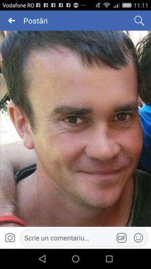 Vasilică  Dodu de 31 de ani din Păunești, despre care sora lui, Ana Maria Dodu, spune ca nu mai știe nimic, și c-ar fi dispărut fără urmă, în timp ce era în drum spre Spania, la muncă