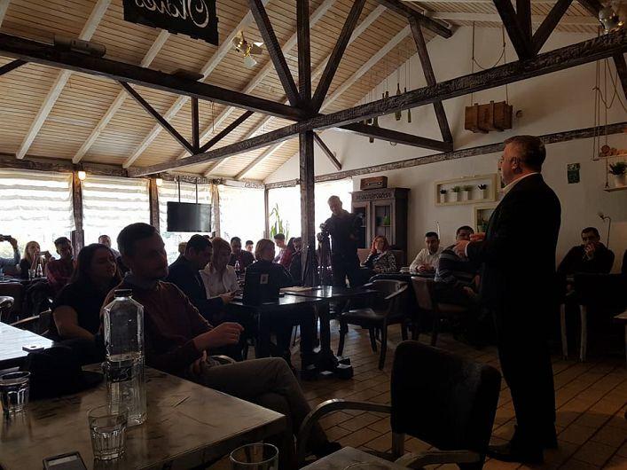Fostul ministru din guvernul Cioloș ,vrânceanul Marius Bostan la cafeneaua antreprenorială de la Focșani-10.02.2018