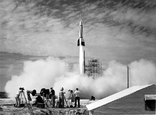 Prima rachetă V-2 germană care lovește Regatul Unit în anul 1944