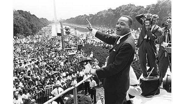 """1963: De pe treptele Monumentului Lincoln din Washington, D.C., Martin Luther King Jr.  a ţinut discursul """"I Have a Dream"""""""