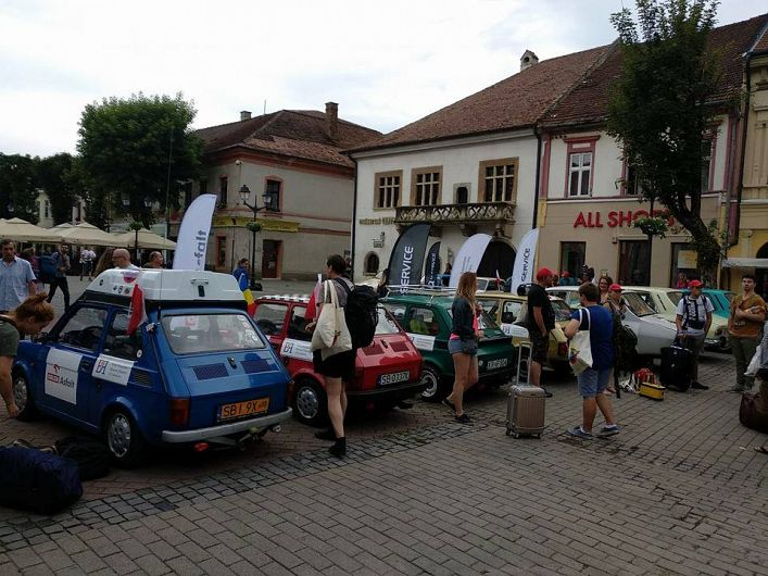 """Caravana    automobilistică """"GoRomânia"""",organizată de Ambasada României la Varșovia,a trecut și pe la Bistrița  înainte de a ajunge la Focșani"""