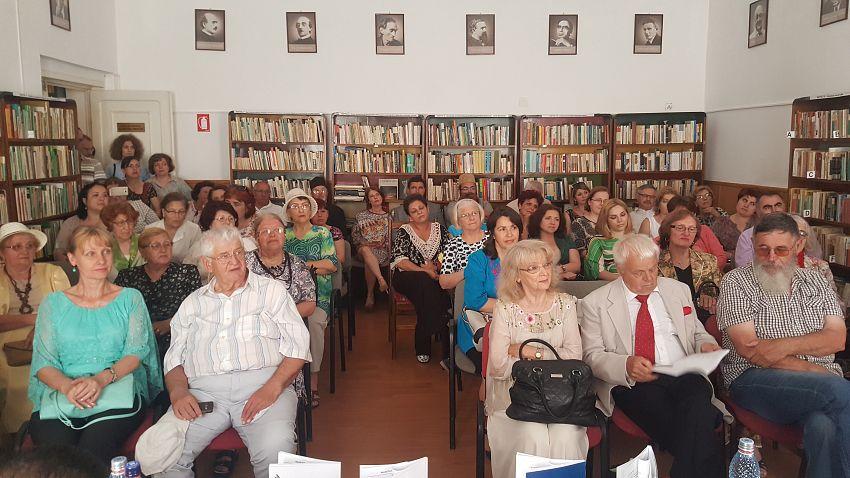 Foto1: Sala de lectură, imagine de ansamblu din timpul lansării.În galeria foto sunt postate mai jos 3 fotografii.Pentru a viziona toate fotografiile din galerie dați clik pe poza principală și apoi folosiți săgețile laterale