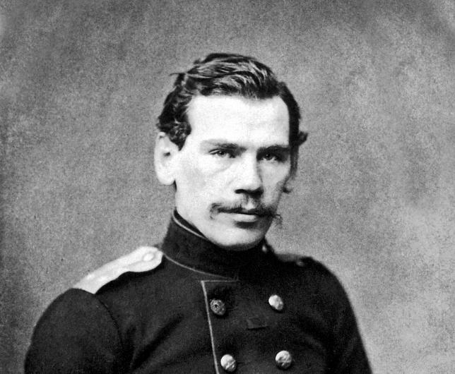 Foto: Lev Tolstoi, fotografiat în jurul anului 1855. Sursa: www.history.com