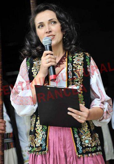 Violeta Ianculescu membru al juriului Concursului Naţional de Interpretare a Cântecului Tradiţional Cântece de Viţă Veche, 05.10.2019, ediţia a X-a – Sala Balada din Focşani