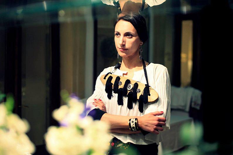 Lorena Oltean-Prezentatorul  Concursului Naţional de Interpretare a Cântecului Tradiţional Cântece de Viţă Veche, 05.10.2019, ediţia a X-a – Sala Balada din Focşani