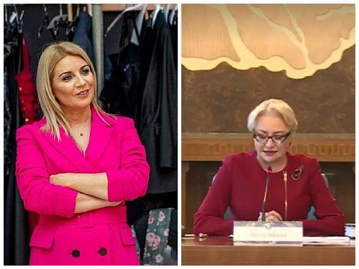 """""""A fost o onoare să fiu designerul ales de doamna premier, și m-a amuzat să văd tabloidele cum se îngrămădeau să anunțe nume ca la bursă referitor la cine se ocupă de ținutele doamnei."""" povestește creatoarea de modă vrânceancă Nausica Mircea în articolul """"Cum am ajuns să o îmbrac pe doamna Viorica Dăncilă, prima femeie premier din istoria României"""" publicat pe site-ul cristoiublog.ro"""