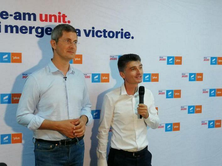 Președintele USR Vrancea Cosmin Timofte împreună cu președitele USR  la nivel național Dan Barna
