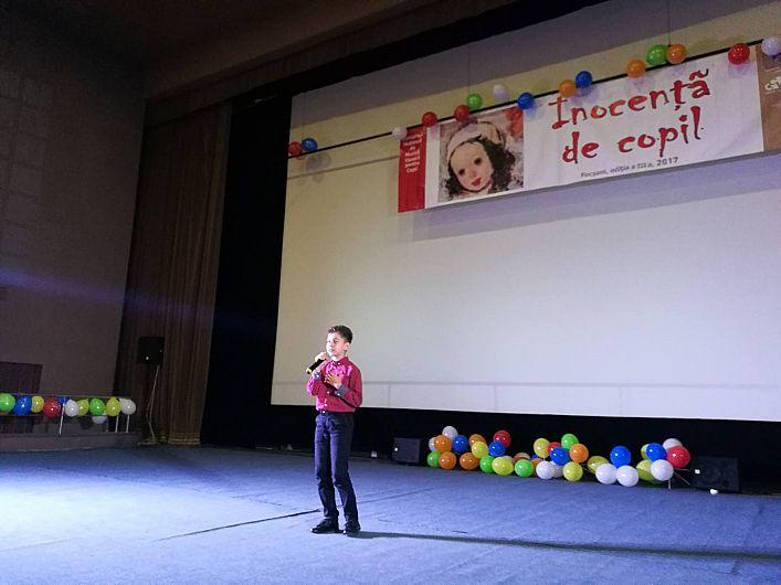 """Peste 30 de copii talentaţi au urcat pe scena Sălii Balada în cadrul Festivalului """"Inocenţă de copil"""""""
