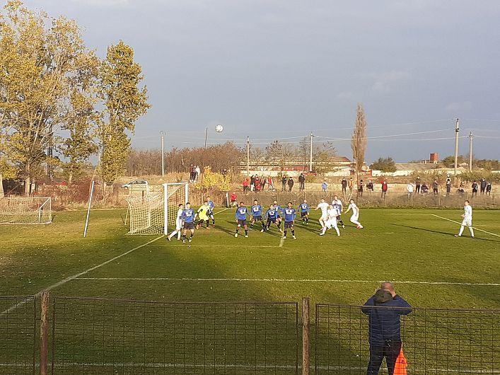 În   ultima partidă oficială pentru echipa de fotbal CSM Focșani 2007, din anul 2020, focășănenii au făcut meci egal în deplasare la Făurei echipa fostului fotbalist al FCSB Bănel Nicoliță.Scor final 1-1(0-0).Foto Dan Chiriac