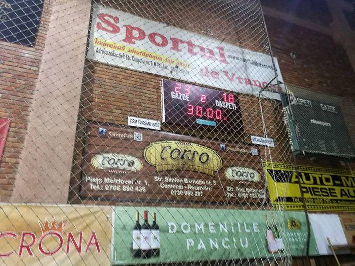 Victorie a handbaliștilor de la CSM Focșani 2007 cu CSA  Steaua București-Cum arată și tabela din sala polivalentă din Focșani tabela la final.CSM Focșani -CSA Steaua București 23-18(11-5)-Foto:Cătălin Vlădescu
