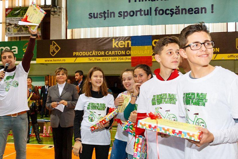 """Echipa""""Green Team"""" de la Școala nr.1 Șindrilari, Reghiu,câștigătoarea premiului II al Bursei Proiectelor Școlare Premium Porc 2018.Membrii echipei au câștigat fiecare câte o tabletă"""