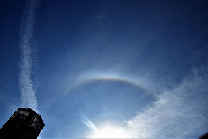 Foto: Curcubeul în jurul Soarelui
