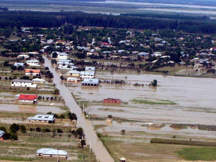Foto În 2005, la inundațiile care au afectat Vrancea, au murit 14 oameni foto ZdV