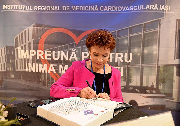 DeputatUL PSD de Vrancea, Elena Stoica a semnat la Iași un angajament civic prin care se obligă să depună toate eforturile necesare pentru susținerea înființării Institutului Regional de Medicină Cardiovasculară de la Iași