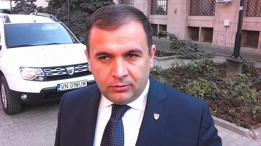 Deputatul Halici le râde în nas vrâncenilor când aceștia cer drumuri civilizate și sigure pe care să circule