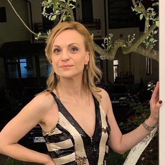 """Fosta uniristă Roxana Mihalcea și-a lansat cartea """"Naufragiat"""" la  târgul Gaudeamus 2019"""