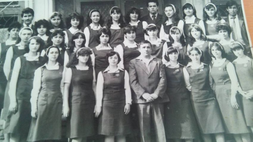 Foto liceu grup cu profesorul Gheorghe Zaharia