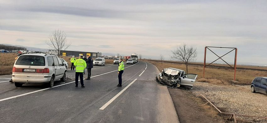 Accidentul de circulație în care au fost implicate două autoturisme conduse de șoferi din Vrancea a avut loc marți 09 februarie 2021 pe DN2-E85 în localitatea Spătaru din județul Buzău.Foto:reporterbuzoian.ro