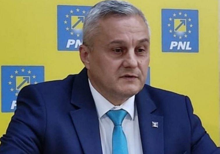 """""""M-am hotărât să candidez la funcția de președinte al organizației municipiului Focșani"""", a precizat secretarul de stat în MDLPA Nicu Tănase, actualul președinte al PNL Focșani, în conferința de presă susținută vineri, 11 iunie 2021"""