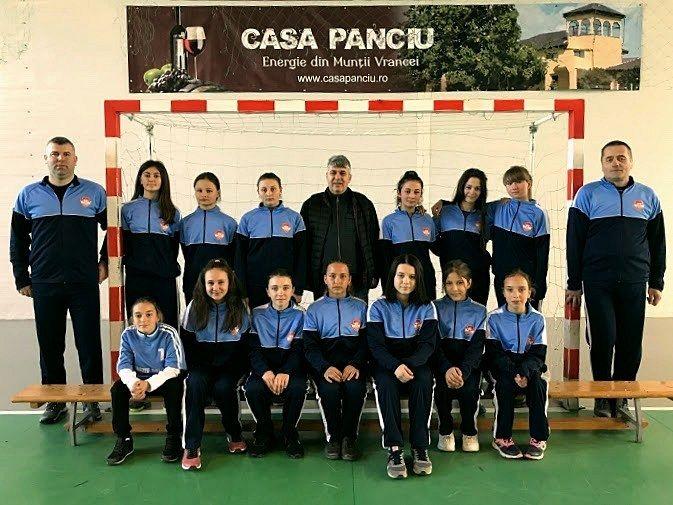 Echipa de fotbal feminin Orizontul Țifești.Foto: ajfvrancea.ro