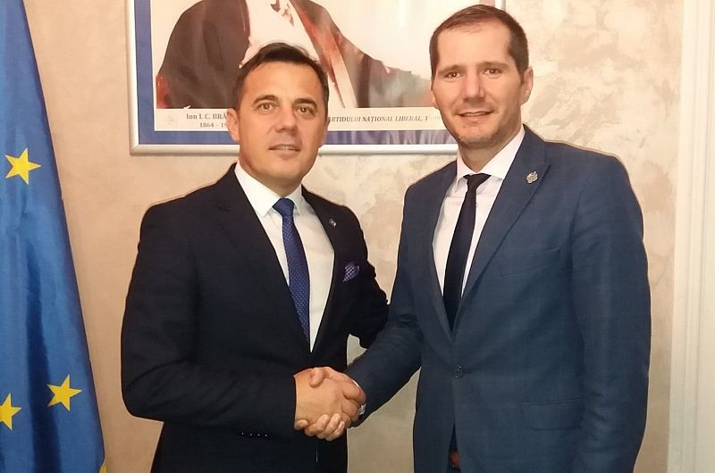 Foto 1 Echipa Toma-Ștefan a reușit să schimbe culoarea politică a Vrancei, în galben, la alegerile prezidențiale, pentru realegerea lui Klaus Iohannis, și la europarlamentare, în 2019