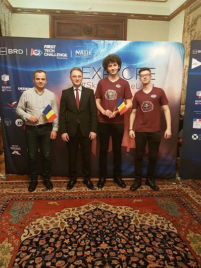 Andrei Ștefan Istudor, Alex Chelmus, Colin Adrian împreună cu.Luca Niculescu, ambasadorul României în Franța