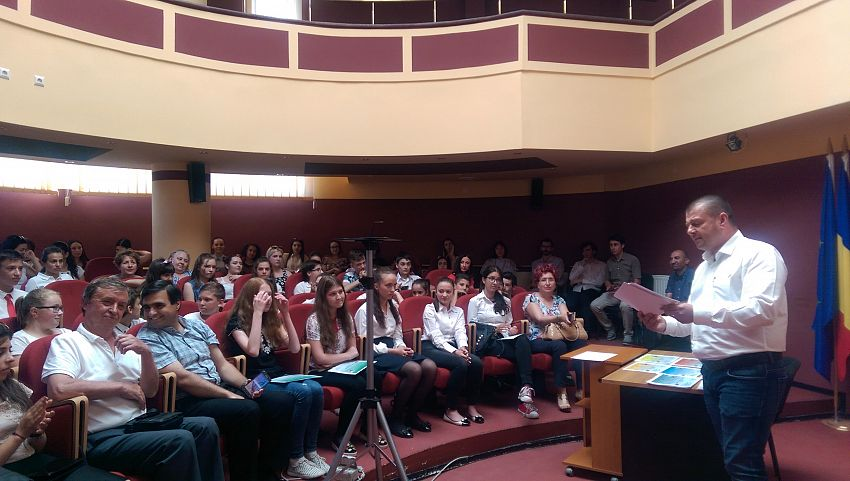 Elevii cu rezultate deosebite  la olimpiadele de socio-umane au primit diplome din partea inspectorului de specialitate
