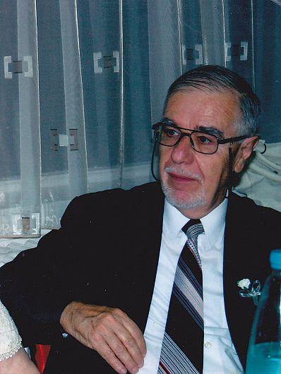 Profesorul istoric de artă Victor Simion este originar din Focșani