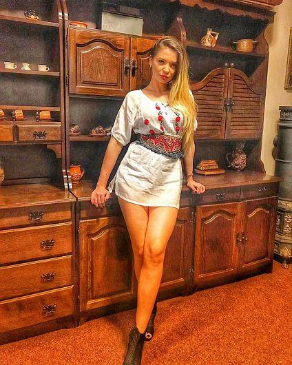 Firma Ralucăi Bîrzotescu, fostă miss Argeș va realiza un film documentar despre bătăliile de la Mărășești și Mărăști. Pentru aceasta, firma fostei Miss, în prezent fotomodel la Fashion TV, va încasa 132.000 de lei plus TVA de la Muzeul Vrancei, instituție subordonată Consiliului Județean condus de Marian Oprișan.Foto:facebook