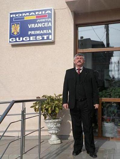 Primarul PSD al comunei Gugesti, Vasile Vatra